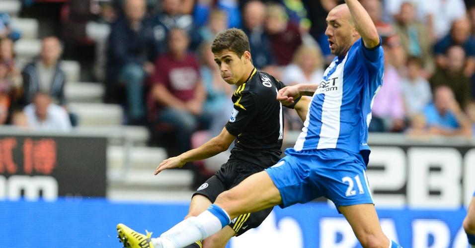 19.08.2012 - Oscar bate para o gol marcado por Ivan Ramis em sua estreia pelo Chelsea no Campeonato Inglês