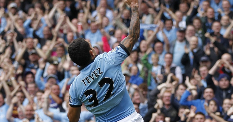 Tevez comemora seu 50º gol com a camisa do Manchester City, na abertura do Campeonato Inglês