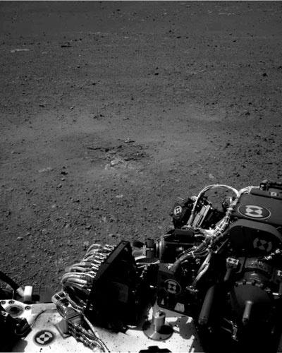20.ago.2012 - Imagem obtida pelo Curiosity mostra o solo de Marte