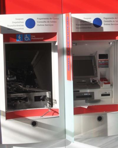 20.ago.2012 - Um caixa eletrônico foi explodido em uma agência bancária no bairro Novo Riacho, em Contagem, Minas Gerais na madrugada desta segunda-feira (20). A quantia roubada ainda não foi confirmada pela polícia