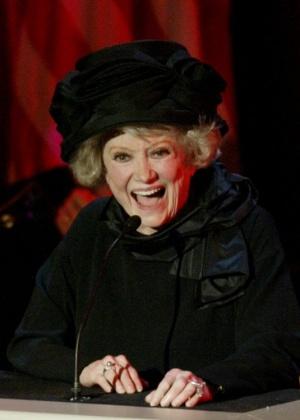 A comediante americana Phyllis Diller participa de evento em Los Angeles (27/8/2003) - AP Photo/Michael Blake, Pool