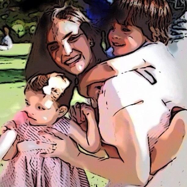 Carol Celico publica imagem ao lado dos filhos (20/8/2012)