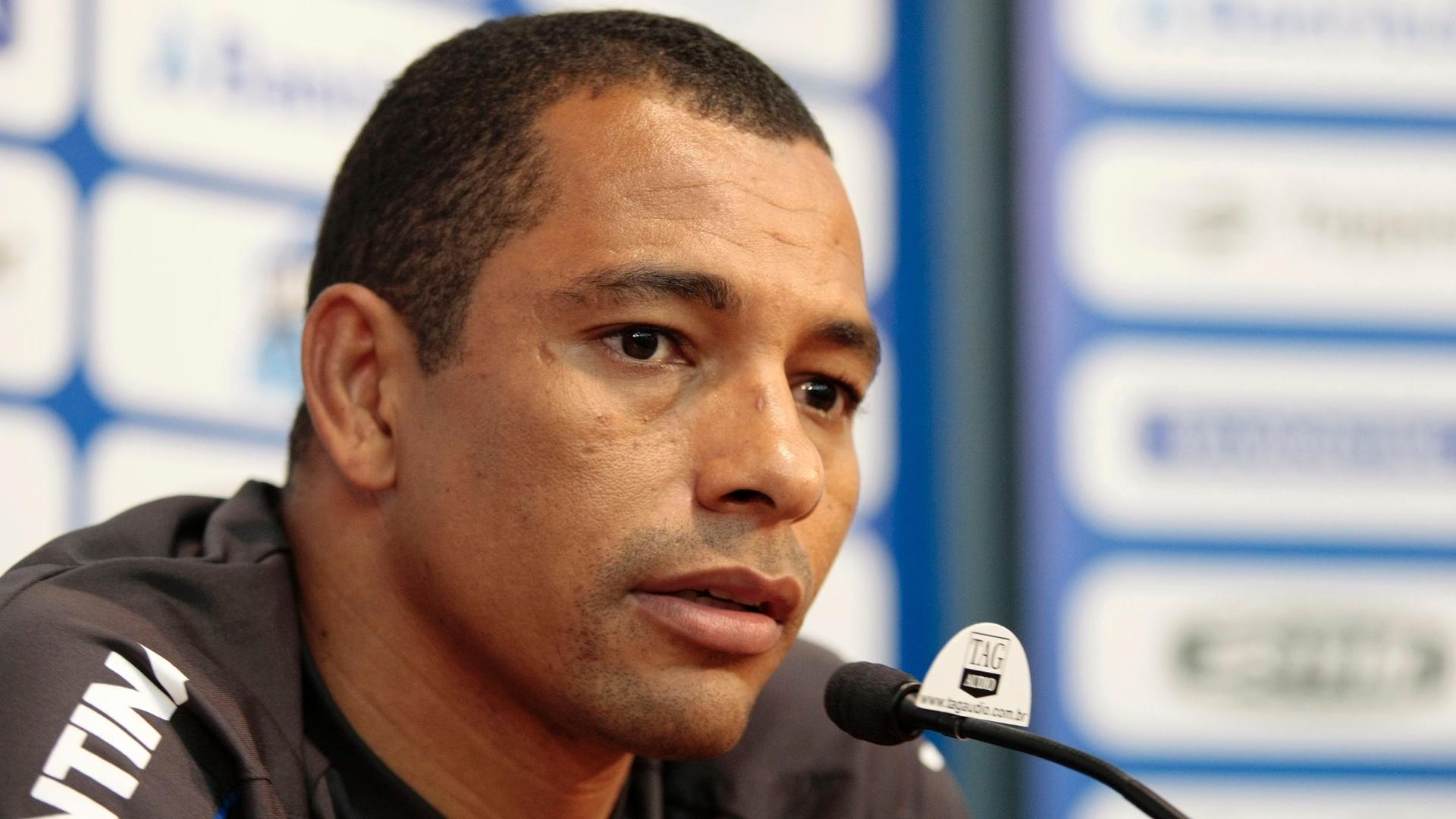 Gilberto Silva concede entrevista coletiva no estádio Olímpico (20/08/2012)