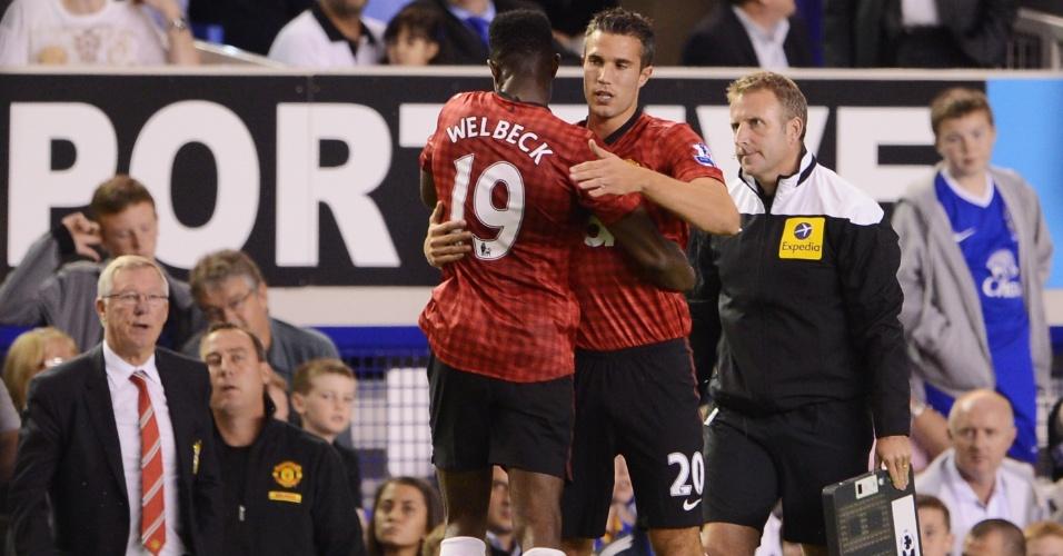 Van Persie entra em campo na partida contra o Everton, sue estreia com a camisa do Manchester United