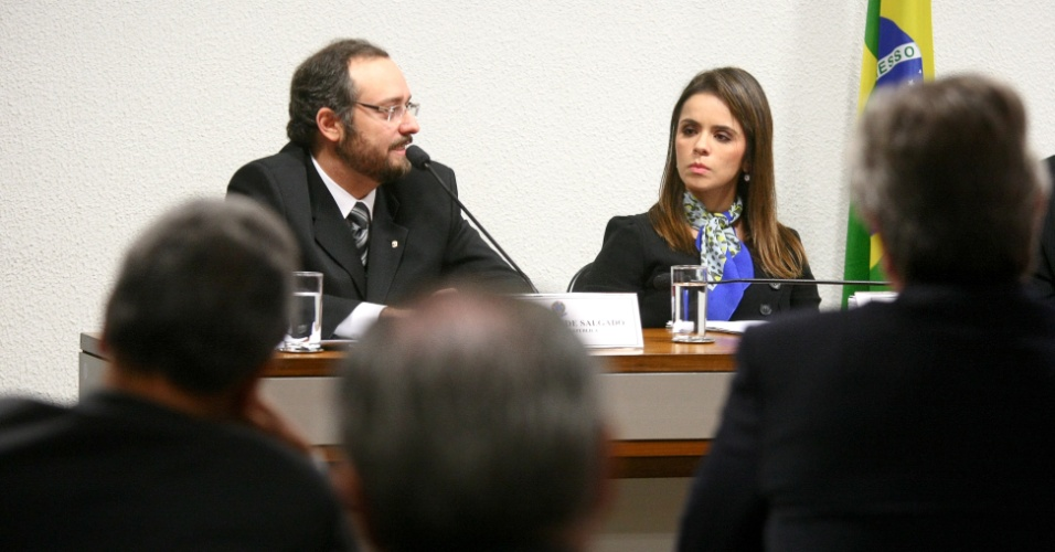 21.ago.2012 - Os procuradores Daniel Rezende Salgado e Léa Batista depõem na CPI do Cachoeira, em Brasília, nesta terça-feira (21)