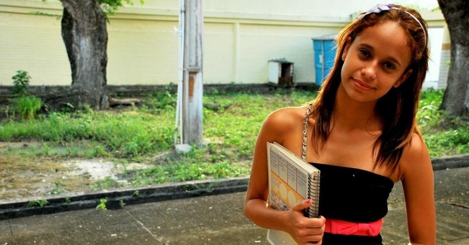A aluna Ana Paula Vieira, 19, da escola estadual José Correia da Silva Titara ficou surpresa com a nota do Ideb que a unidade obteve. Ela criticou a falta de professores para a escola prestar serviços de mais qualidade