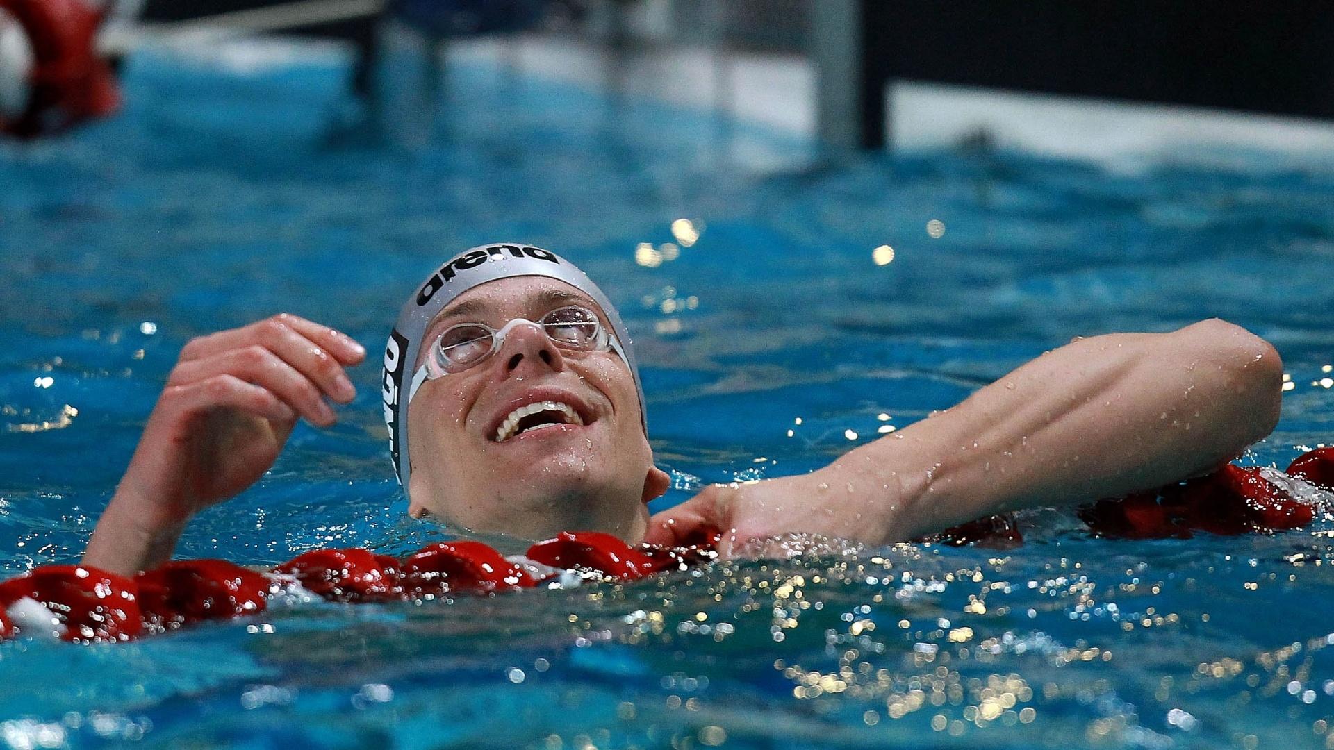 Cesar Cielo, ainda na piscina, sorri após a vitória nos 50 m livre no Trofeu José Finkel