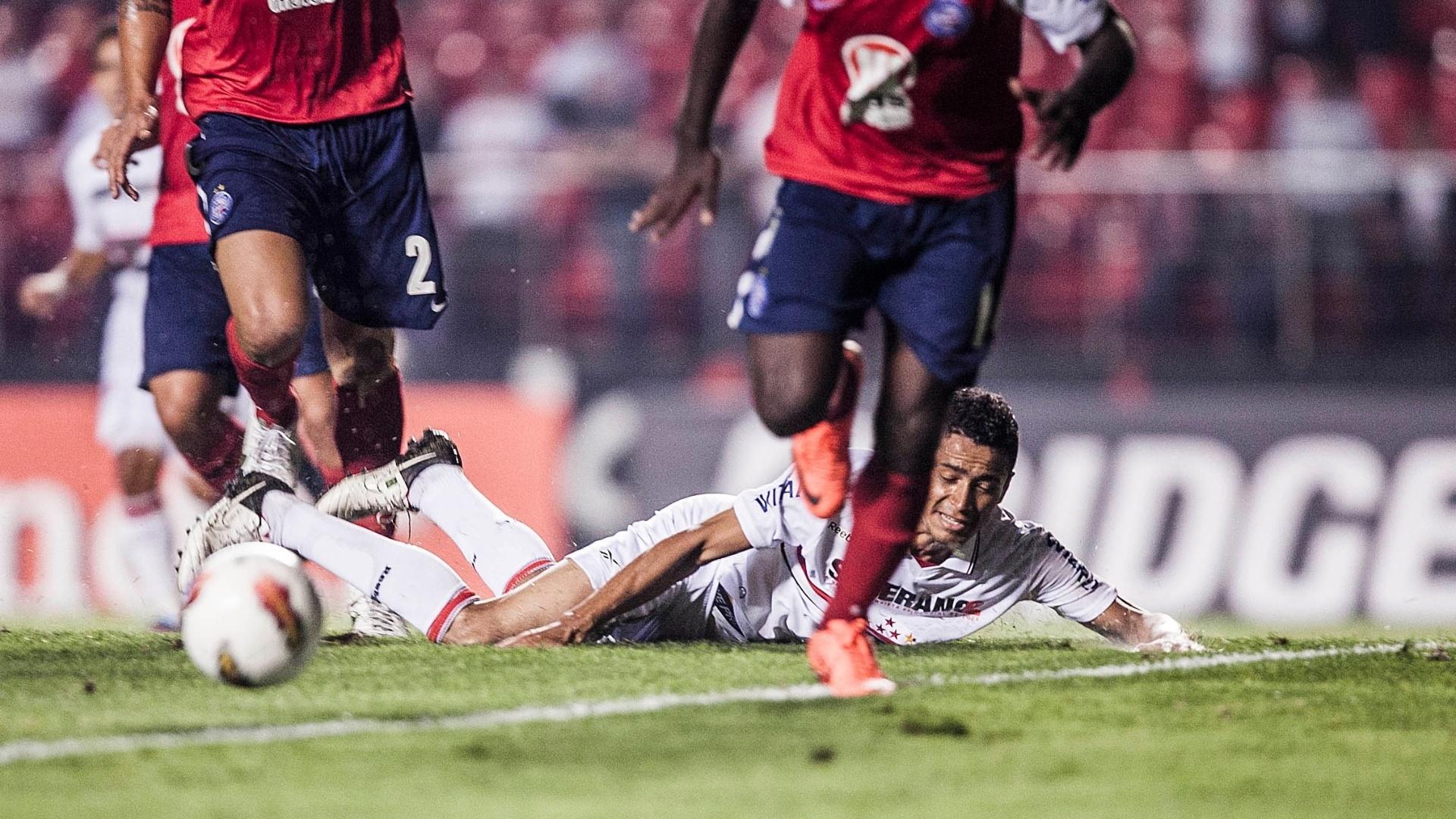 Cícero cai e São Paulo perde boa chance para marcar diante do Bahia no Morumbi