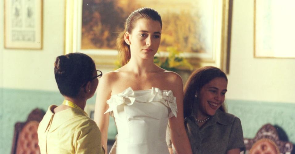 """Cláudia Abreu e Isabela Garcia em cena do episódio """"O Padrinho"""", da série """"A Vida Como Ela É"""" (15/12/1996)"""