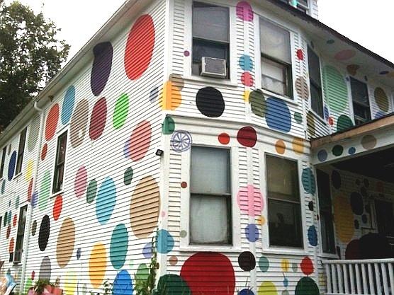 Isto é uma casa ou uma máquina de chicletes?