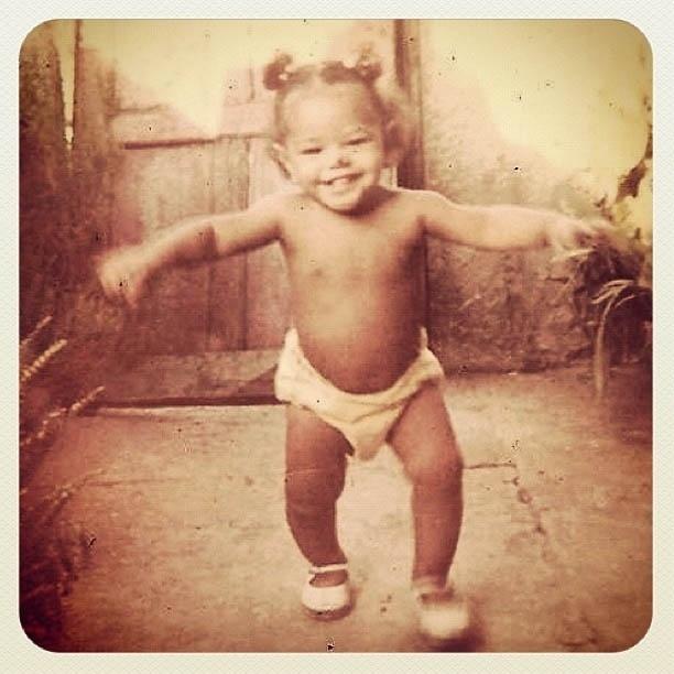 Juliana Alves divulga foto de quando era bebê (21/8/2012)