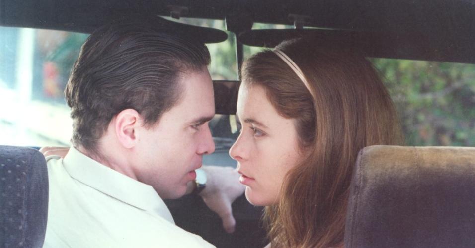 """Leon Góes e Cláudia Abreu protagonizam o episódio """"Fome de Beijos"""", da série """"A Vida Como Ela É"""" (29/9/1996)"""