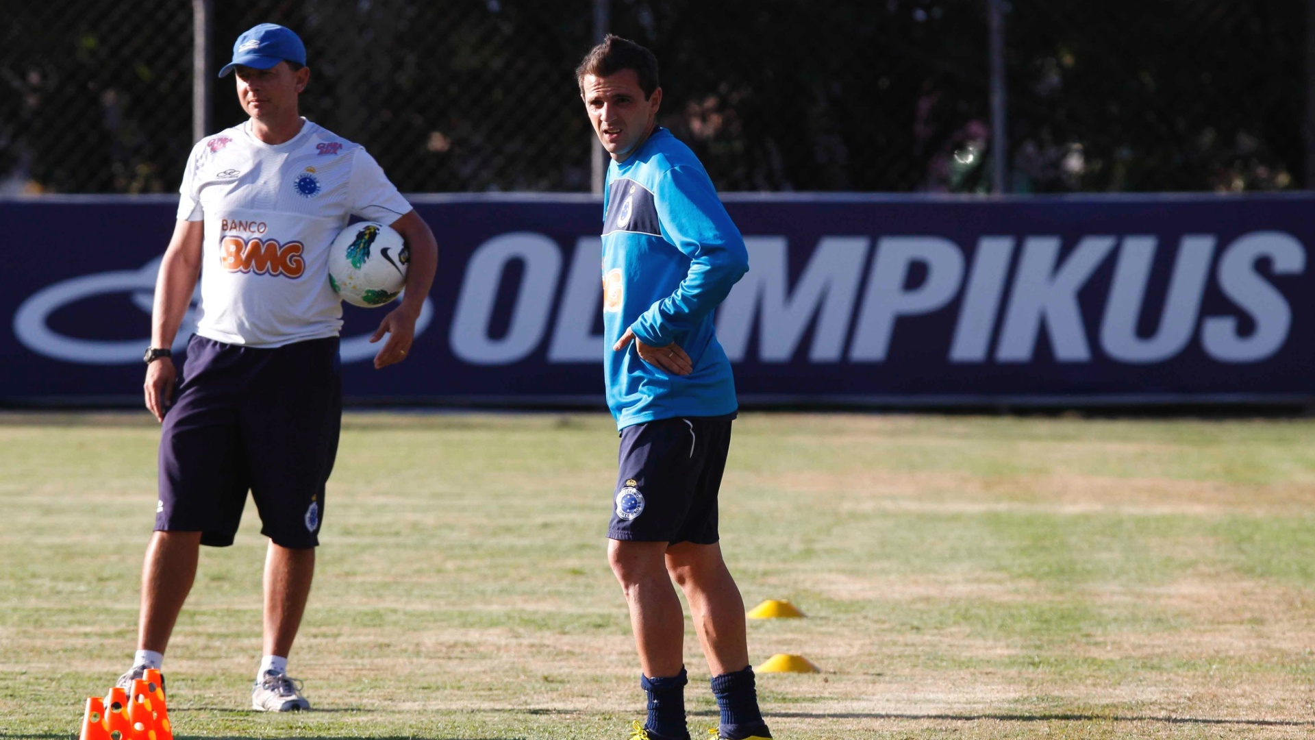 Montillo participa de treino do Cruzeiro na Toca da Raposa II (21/8/2012)