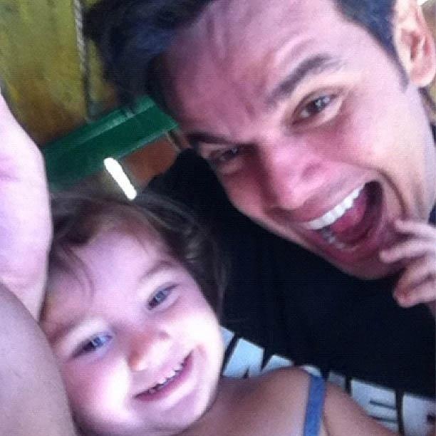 Otaviano Costa mostra foto ao lado da filha, de quase dois anos (21/8/2012)
