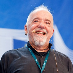 22.ago.2012 - O autor brasileiro Paulo Coelho fala durante palestra na Campus Party, realizada em Berlim, capital da Alemanha, nesta quarta-feira (22) - Honopix/AE