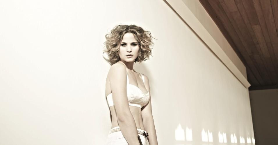 """A atriz Luiza Valdetaro fez ensaio sensual para a edição de setembro da revista """"VIP"""" (22/8/12)"""