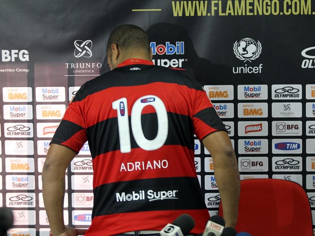 3d64f5e739 Adriano supera semana de polêmicas e participa de primeiro coletivo ...