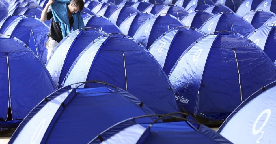 As barracas foram montadas em um hangar no aeroporto de Tempelhof, já desativado. O mar de barracas já é velho conhecido que quem participa da Campus Party Brasil