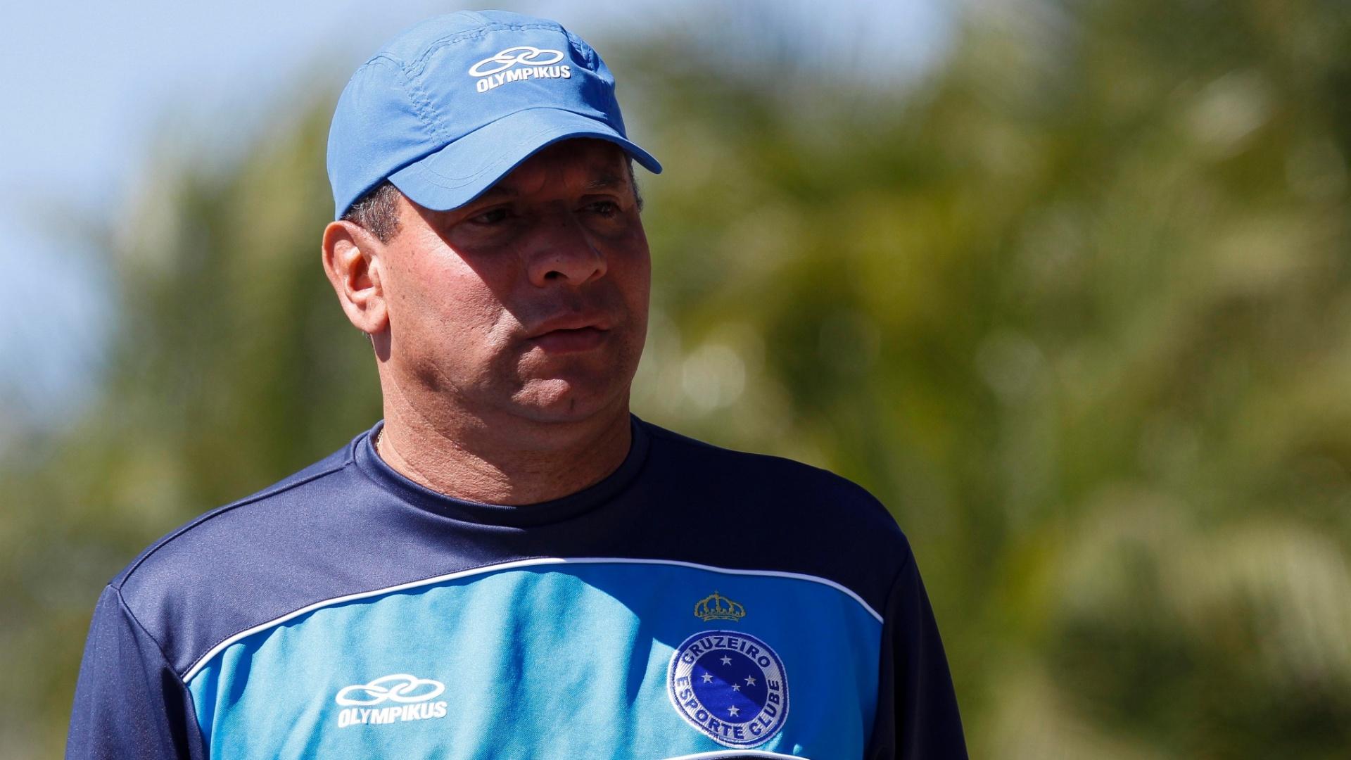 Celso Roth, técnico do Cruzeiro, na Toca da Raposa II, em BH (22/8/2012)