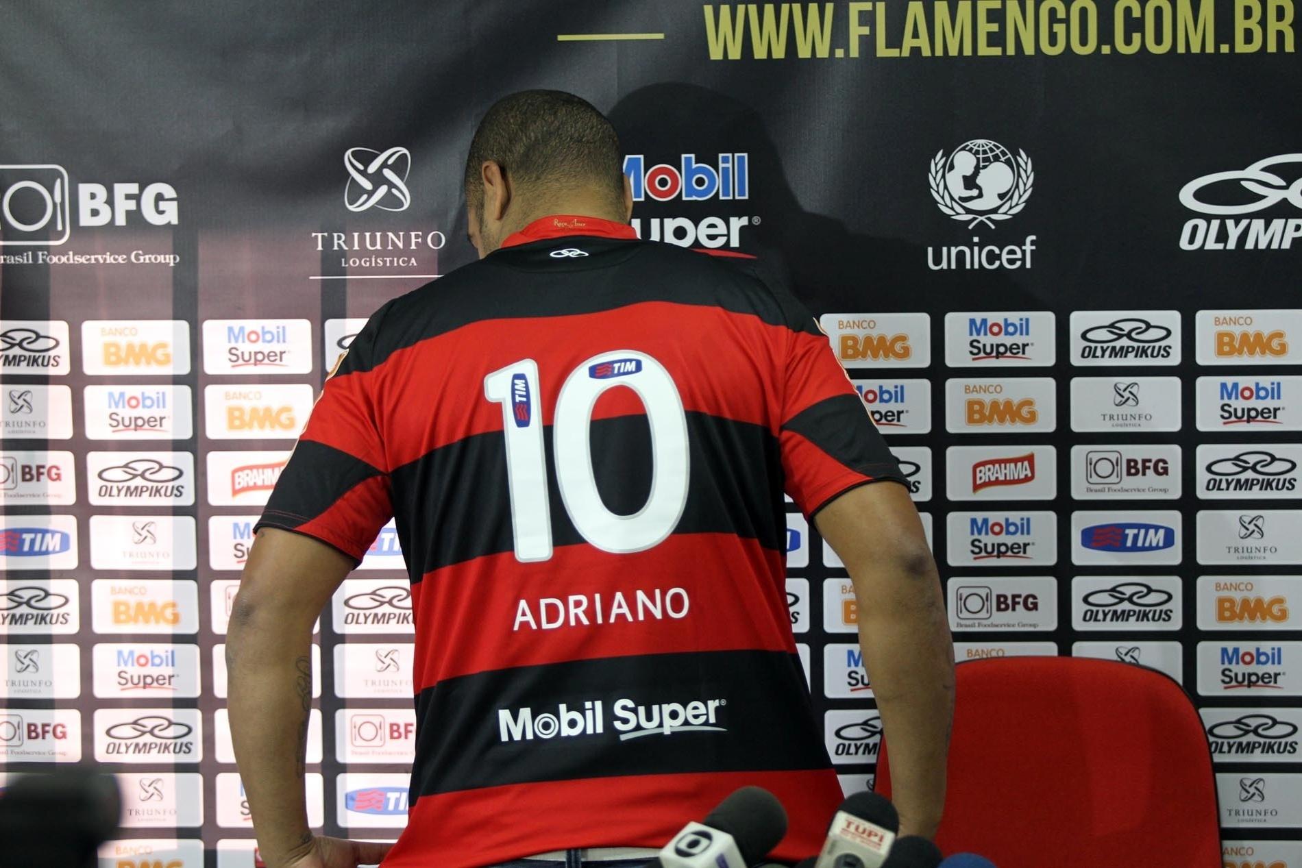 b933fa527b Adriano  estreia  pelo Fla em jogo-treino