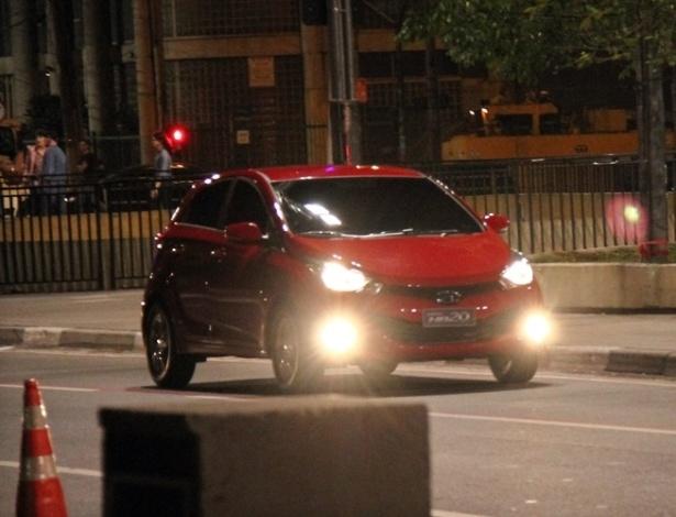 Sem máscara, Hyundai HB20 posa para câmeras e mostra rosto ao rival Gol - Letícia Lovo/UOL