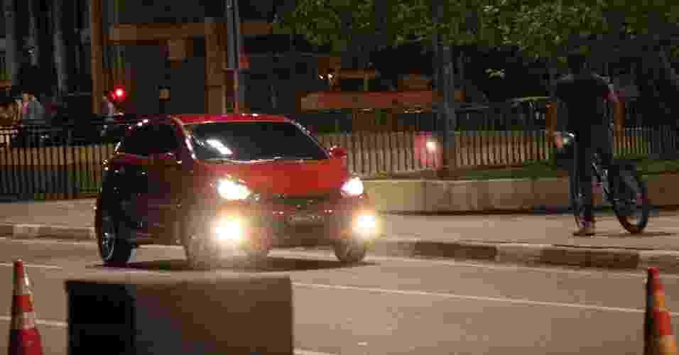 Hyundai HB20, futuro compacto da marca coreana, circula sem disfarce em São Paulo (SP) - Letícia Lovo/UOL