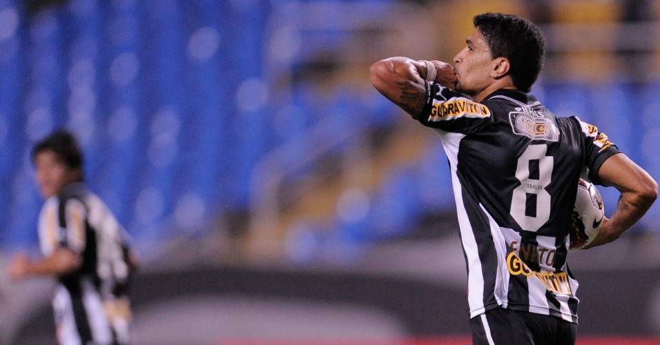 bdf2edec50 Renato comemora após marcar o segundo gol do Botafogo contra o Palmeiras