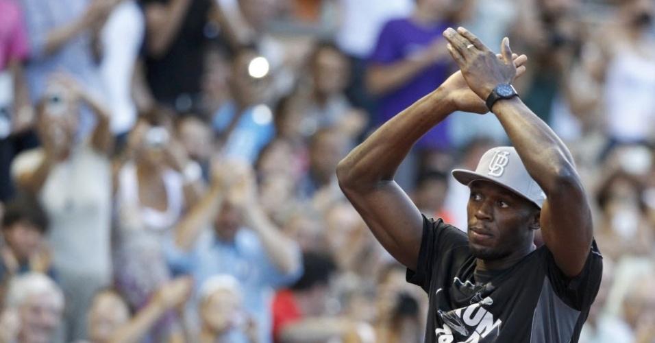 Bolt é saudado pela torcida em Lausanne, na Suíça