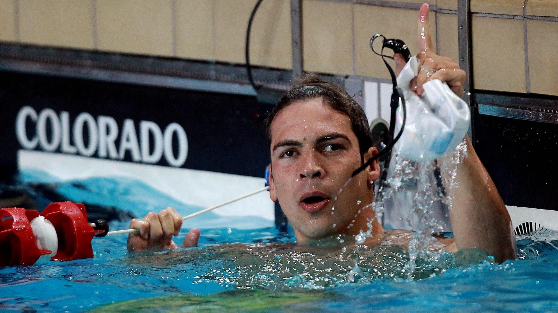 Kaio Márcio comemora sua vitória nos 200 m borboleta no Troféu José Finkel