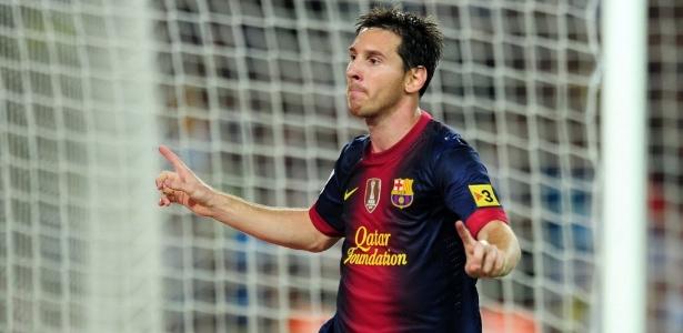 Messi comemora seu gol, de pênalti, na virada do Barcelona sobre o Real Madrid - AFP PHOTO/ LLUIS GENE