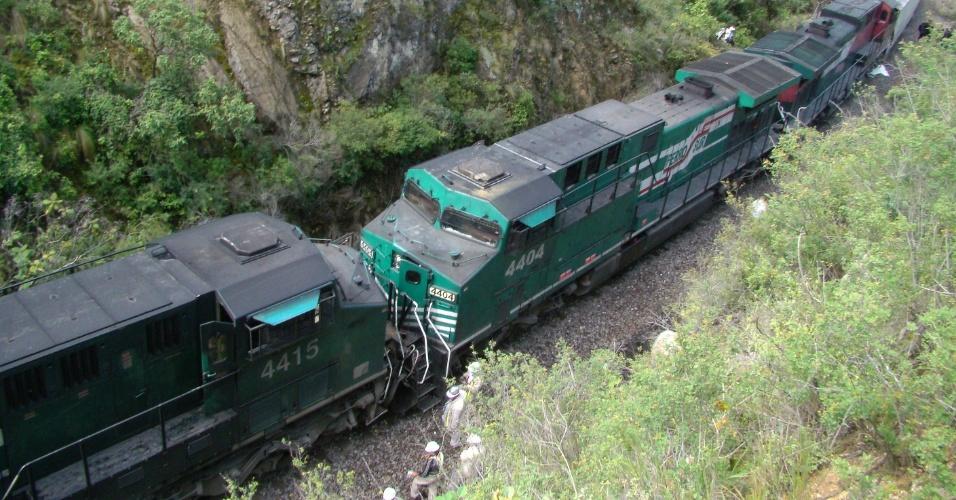 24.ago.2012 - Dois trens de carga se colidiram nesta sexta-feira (24) no município de Acultzingo, no Estado de Veracruz, no México. O acidente deixou quatro pessoas feridas, segundo as autoridades locais