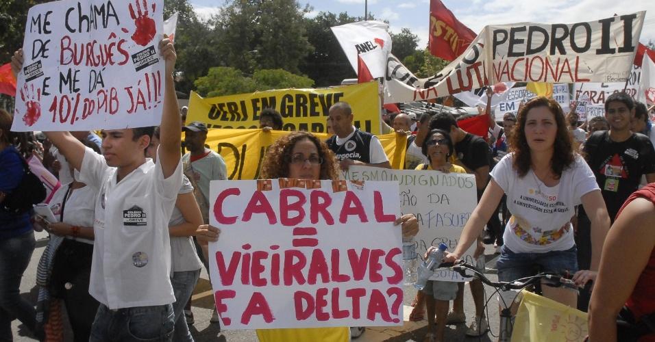 Alunos e professores da Uerj (Universidade do Estado do Rio de Janeiro) fizeram nesta sexta-feira (24) um novo protesto, em frente ao estádio do Maracanã, em apoio à greve nacional dos servidores públicos. Na quinta-feira (23), outra passeata acabou em confusão com a policia