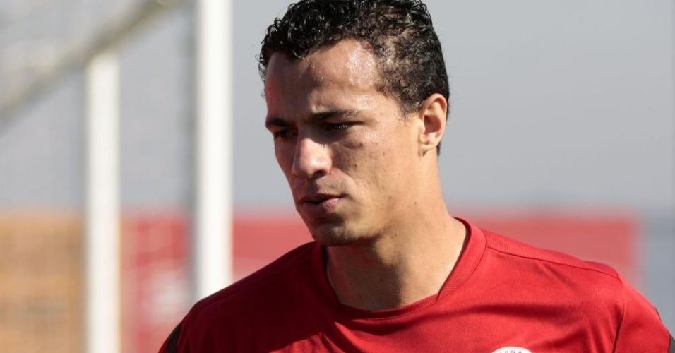 Atacante Leandro Damião durante treino físico do Inter no CT do Parque Gigante (22/08/12)
