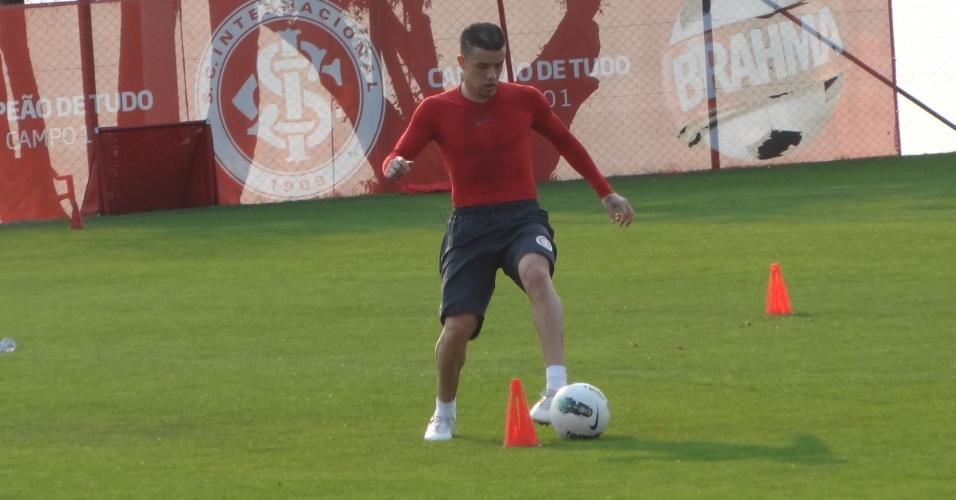 D'Alessandro faz treino físico e fica alheio ao Gre-Nal 393 (24/08/12)