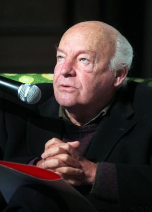 """Eduardo Galeano na abertura da mostra """"Memoria del Fuego. La exposición"""", baseada em seu livro, em Montevidéu (7/7/2012) - Iván Franco/EFE"""