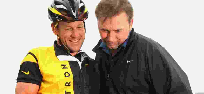 Lance Armstrong (esq) e Johan Bruyneel durante competição em 2008 - Getty Images