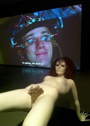 """Manequim original do filme """"Laranja Mecânica"""" em exposição do cineasta Stanley Kubrick em Amsterdã - James Cimino/UOL"""