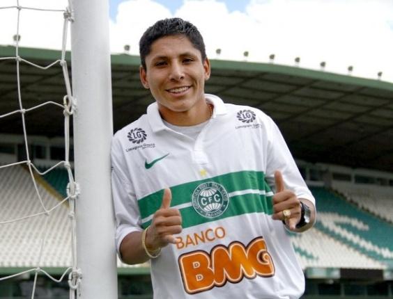 Raul Ruidíaz foi apresentado como novo reforço do Coritiba