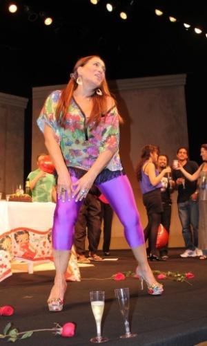 festa surpresa no seu aniversário de 70 anos e dança no palco do