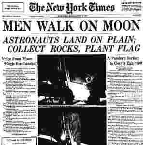 """20.jul.1969 - Capa de 21 de julho de 1969 no jornal """"The New York Times"""" dá destaque ao feito dos tripulantes da Apollo 11. Ela diz: """"Homens caminham sobre a lua. Astronautas aterrissam, coletam pedras e fincam bandeira""""  - Reprodução"""