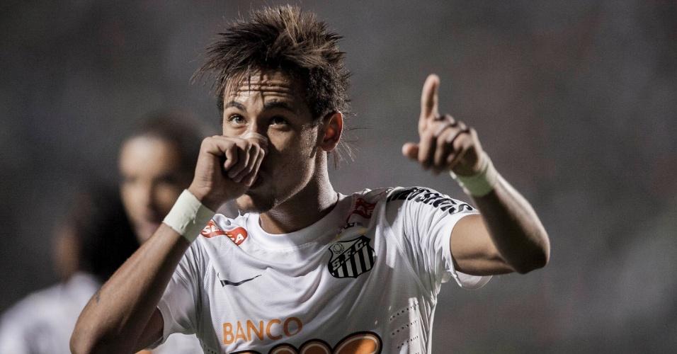 Neymar faz homenagem ao filho Davi Lucca após marcar no clássico contra o Palmeiras  no Pacaembu