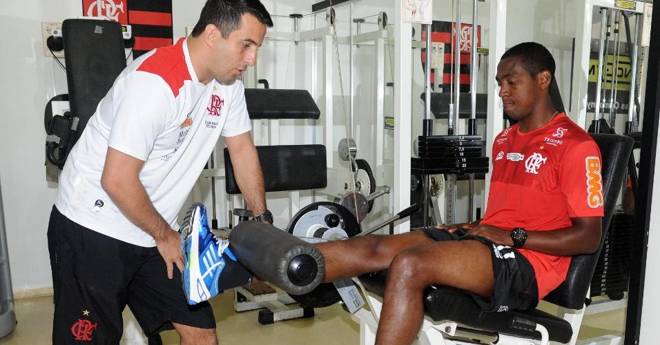 O meia Renato Abreu também passou pelo trabalho de reforço muscular