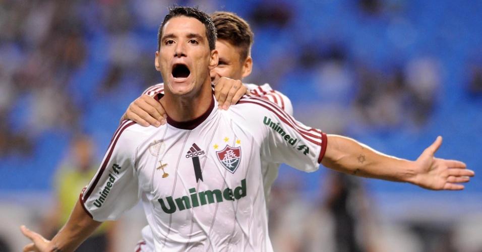 Thiago Neves, autor de dois gols do Flu contra o Vasco, corre para comemorar