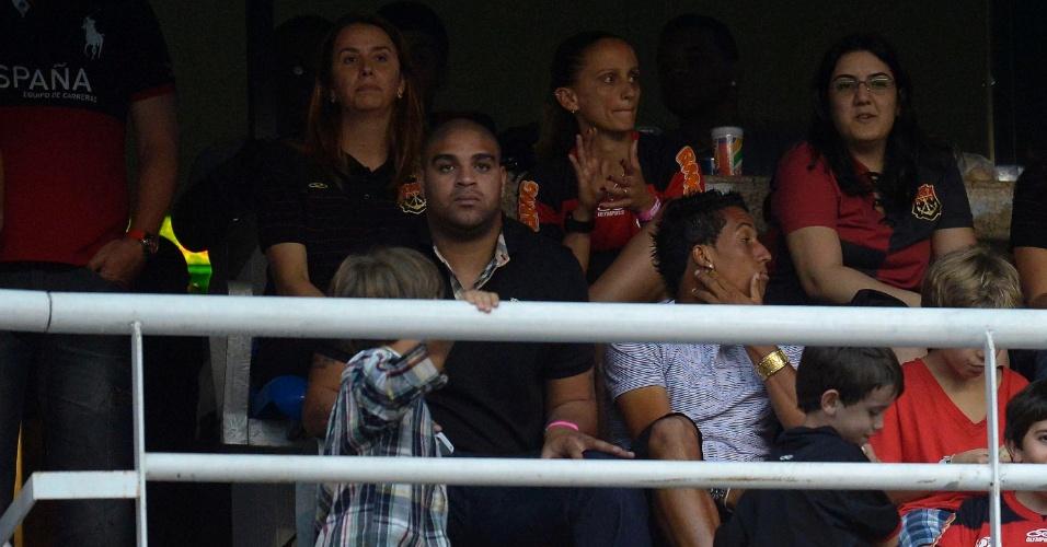 Adriano acompanha o Flamengo, antigo e novo clube, das arquibancadas