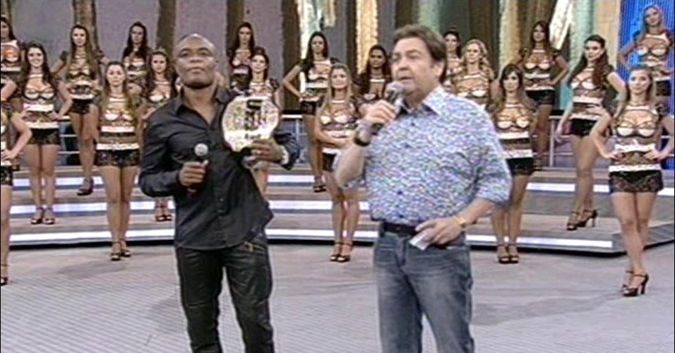 Anderson Silva participa do Arquivo Confidencial, no Domingão do Faustão
