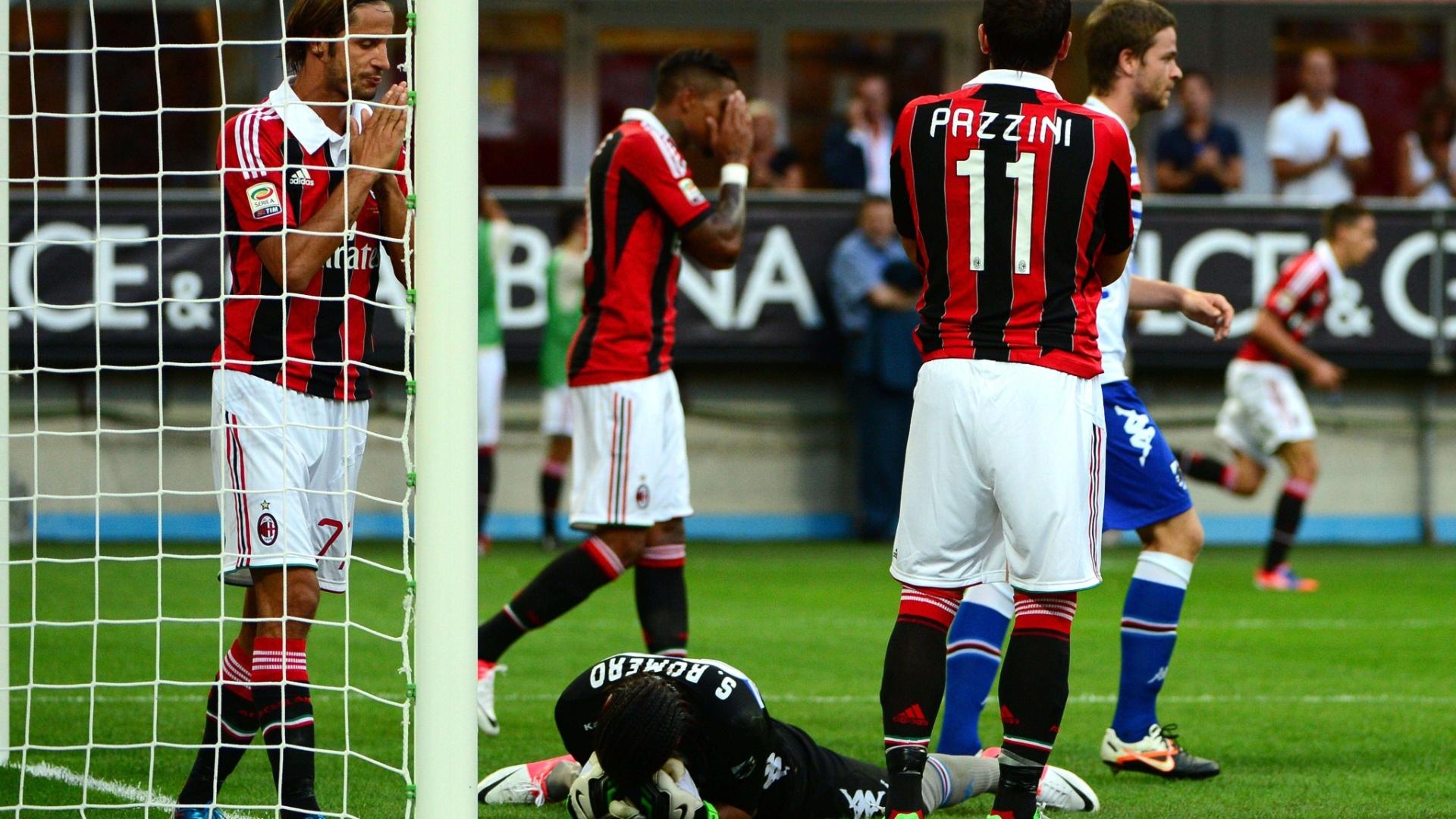 Atletas do Milan lamentam um dos vários gols perdidos durante a partida contra a Sampdoria