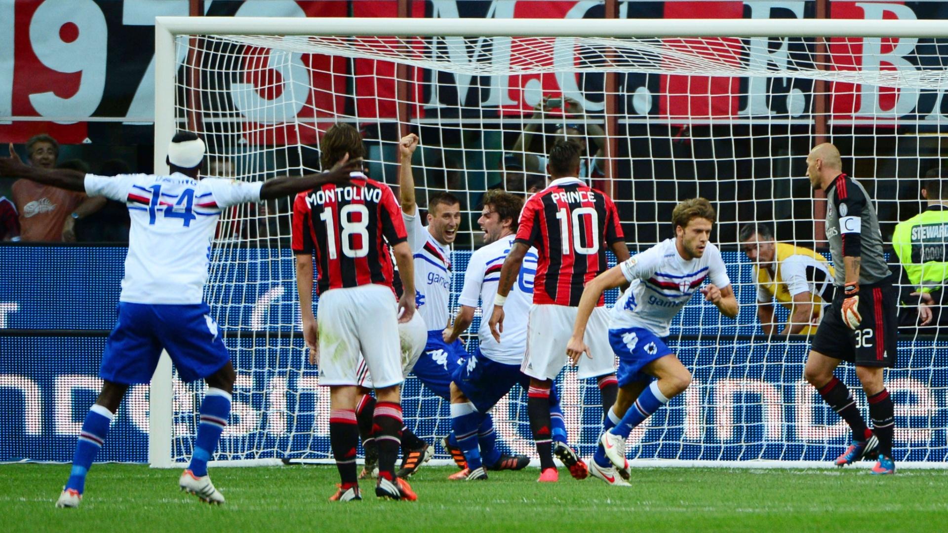Jogadores da Sampdoria comemoram gol sobre o Milan em pleno San Siro