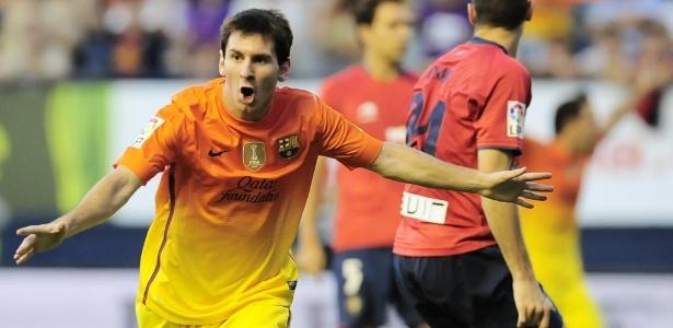Messi comemora ao marcar dois gols na vitória do Barcelona de virada