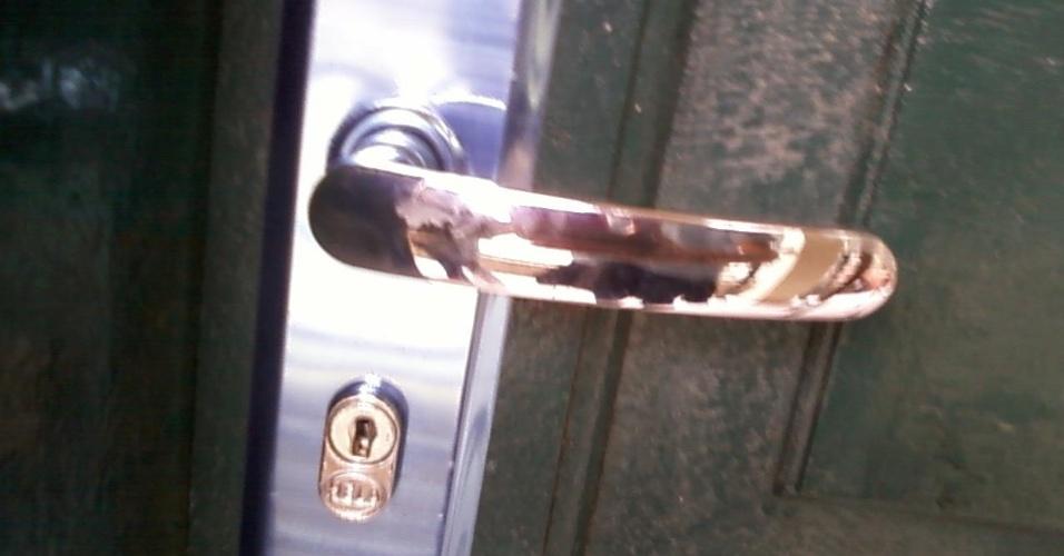 27.ago.2012 - ... mas, segundo ela, aquela e outras fechaduras foram arrumadas algum tempo depois
