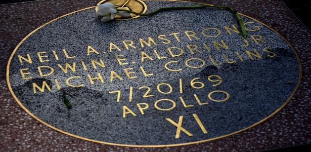 A estrela da tripulação da Apolo 11 na calçada da fama em Hollywood recebeu uma rosa branca - Paul Buck/EFE